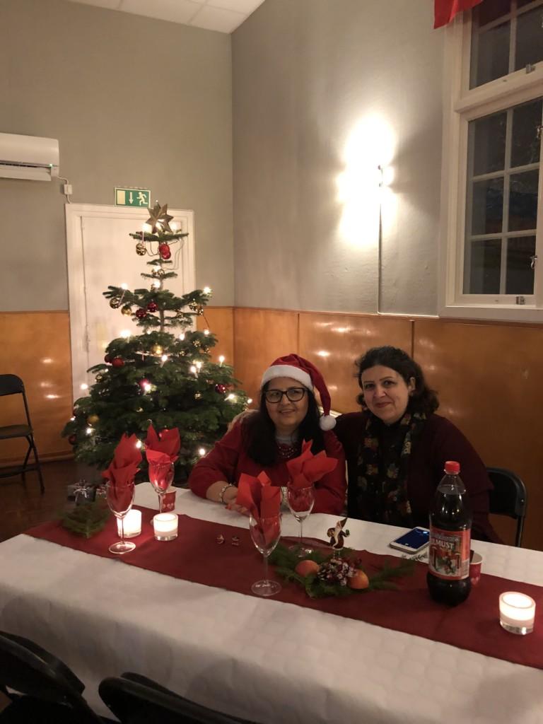 Besökare på julbord glaucus assistans